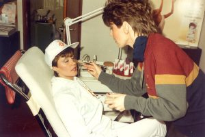 Sanda Dubravčić neposredno prije paljenja plamena na OI 1984 u salonu ''Vedrana''